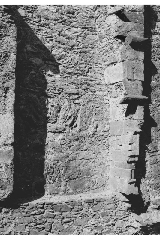 Carnasserie Castle, interior. Detail of fireplace in jamb on first floor, North wall of Hall Range.