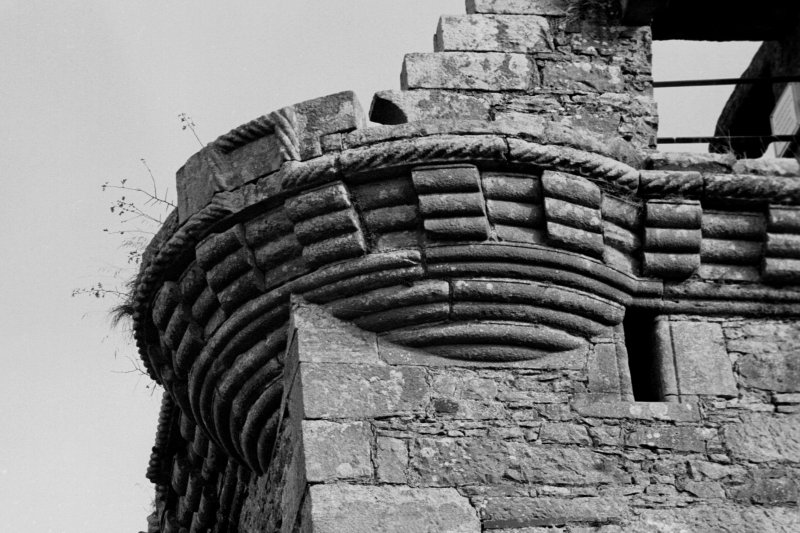 Detail of corbelled 'round' at SW angle.