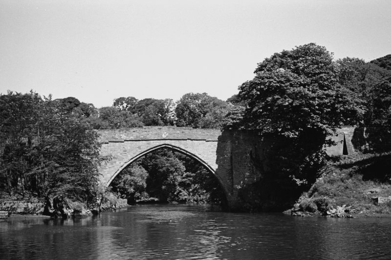 Aberdeen, Balgownie Brig. General view of bridge from downstream.