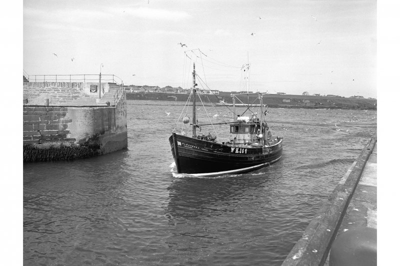 Wick, Lower Pulteneytown, Harbour General view of boat passing end of N pier