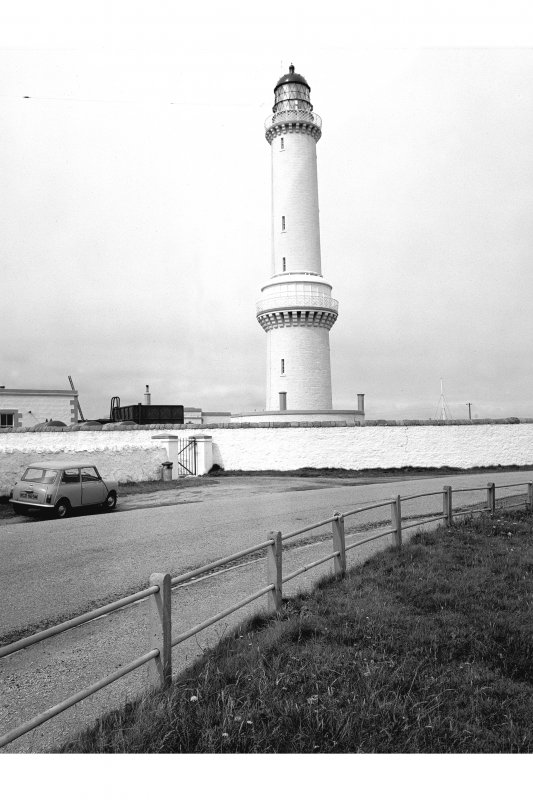 Aberdeen, Greyhope Road, Girdleness Lighthouse View from SE showing tower