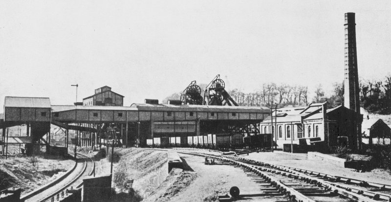 Valleyfield Colliery, photograph General view of arrangement of surface buildings