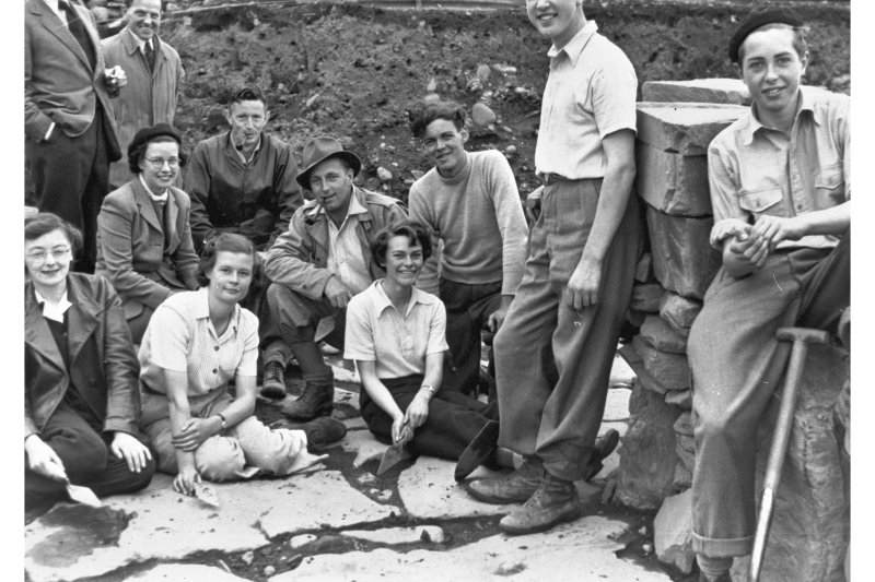 View from the excavations of Carlungie souterrain in 1951, including from left Jean Mann, D B Taylor, F W Thornton, D A Gardner, Isobel Gibb and F T Wainwright.