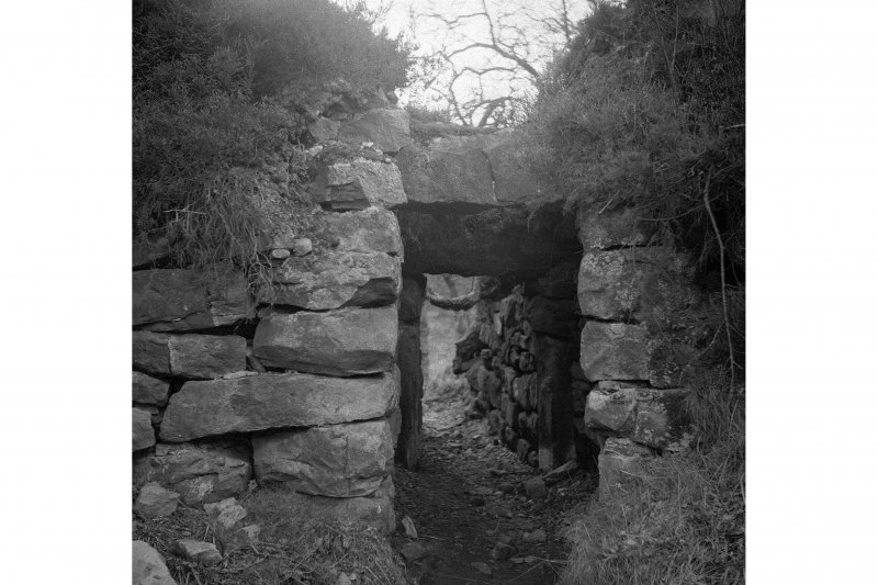 Tappoch Broch, entrance from within.