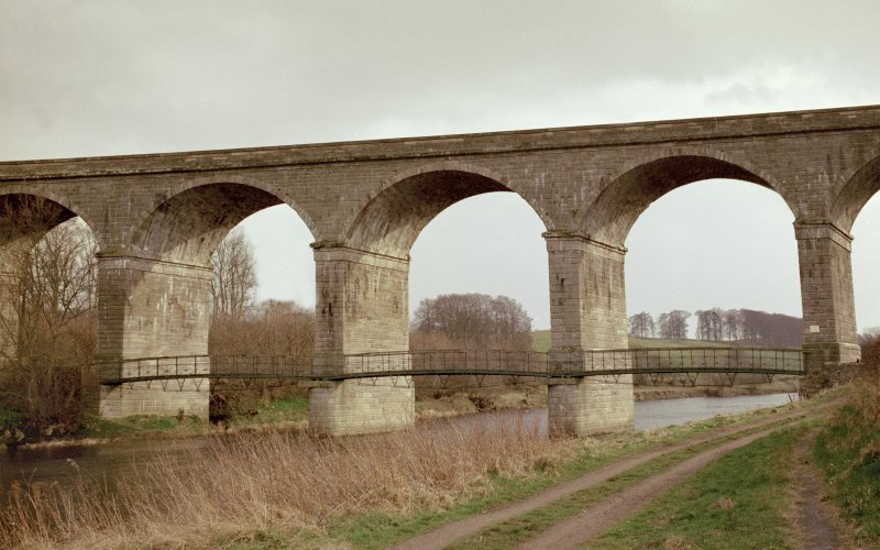 Roxburgh Viaduct and footbridge.