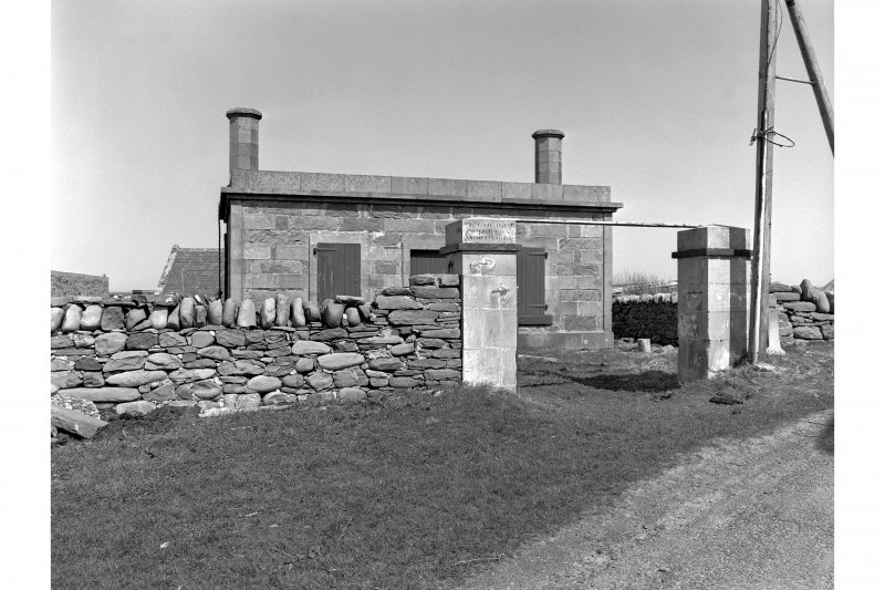 Sumburgh Head Lighthouse View of gatehouse from roadside