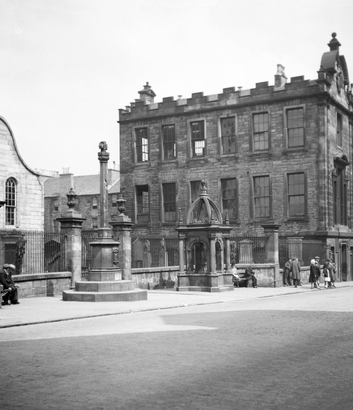 General view of Burgh Cross and Home Fountain