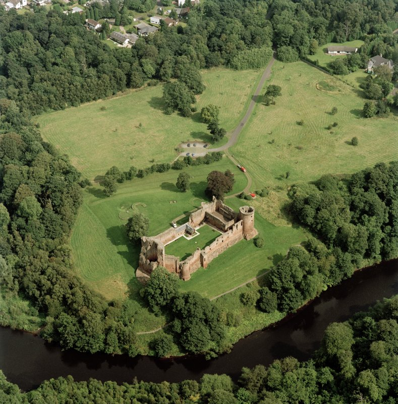 Bothwell Castle, oblique aerial view, taken from the SW.