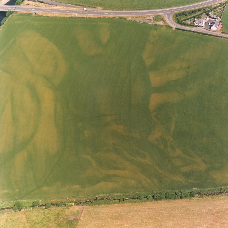 Ballantrae Bridge, oblique aerial view, taken from the SW, centred on the cropmarks of field boundaries and linear cropmarks, and on areas with pits. A possible souterrain and a round house are shown  ...