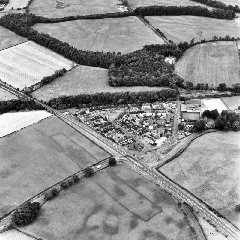 Holywood and Kilncroft, oblique aerial view, taken from the SSW, centred on the southern cursus monument and surrounding cropmarks. The northern cursus and linear cropmarks are visible in the top centre half of the photograph.