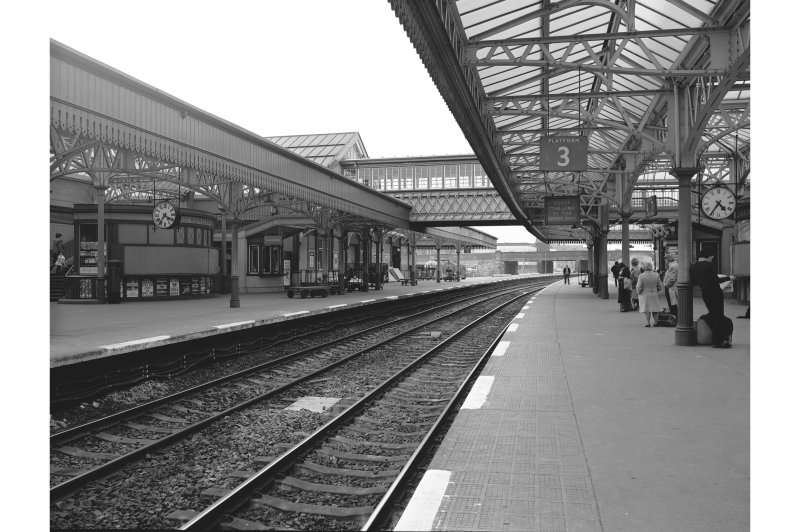 Stirling Station View of platform 3 (N platform), from W end