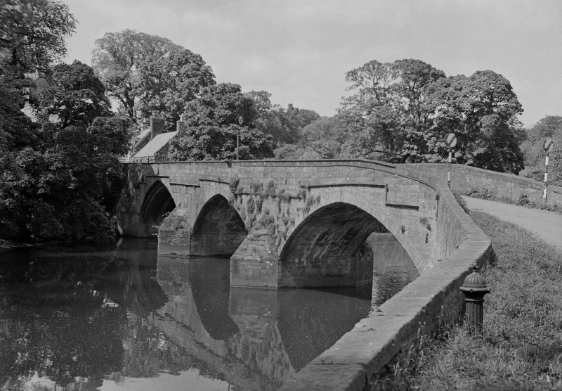 Cramond Old Bridge General view