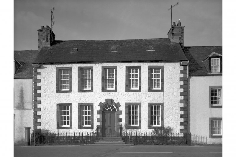 Inveraray, Front Street, house of Neil Gillies. General view.