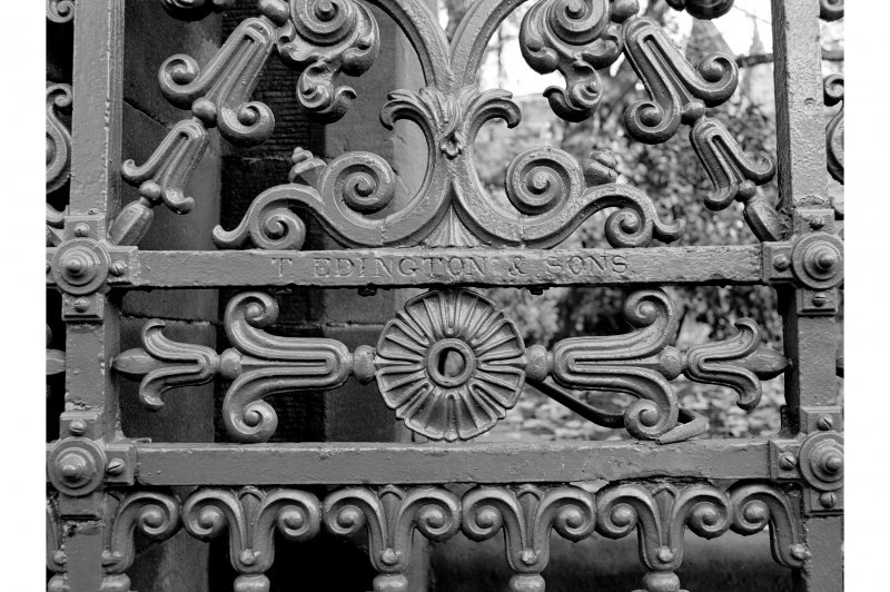 Glasgow, Cathedral Square, Glasgow Necropolis Detail of gates