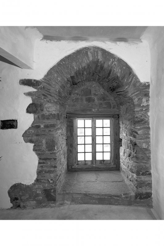 Duntrune Castle, interior. Detail of interior of postern gateway, South West wall, ground floor.
