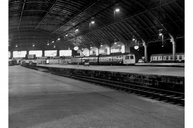 Glasgow, Queen Street Station; Interior General View of platforms
