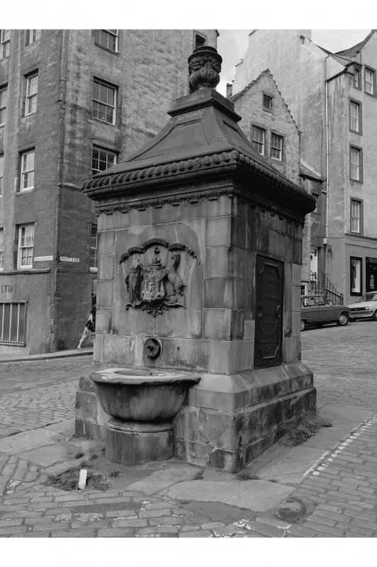 Grassmarket, Well View of well at junction of West Bow and Cowgatehead
