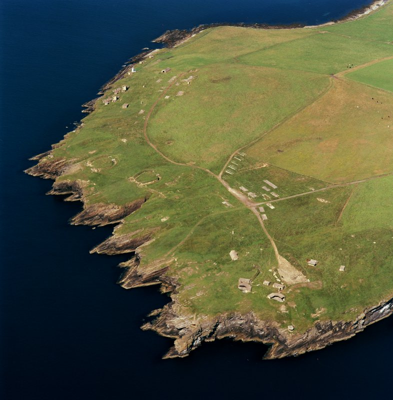 Oblique aerial view of Orkney, South Ronaldsay, Hoxa Head, First and Second World War coastal batteries and the Second World War Balfour Battery taken from the SW.  Also visible are the concrete hut bases of the accommodation camp.