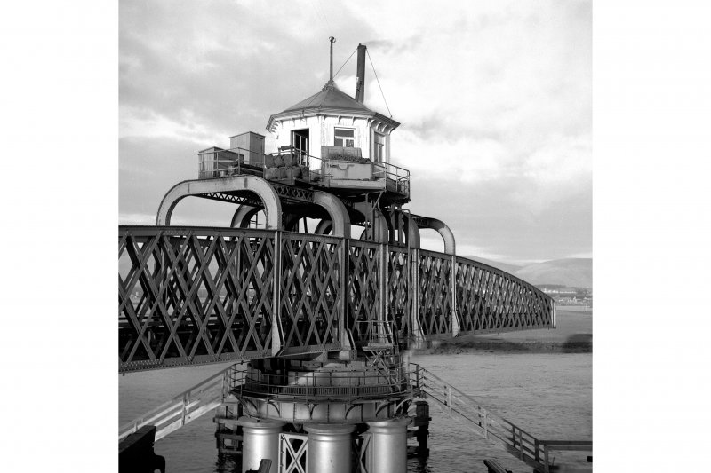 Alloa, Forth Rail Bridge View of central section of bridge in operation