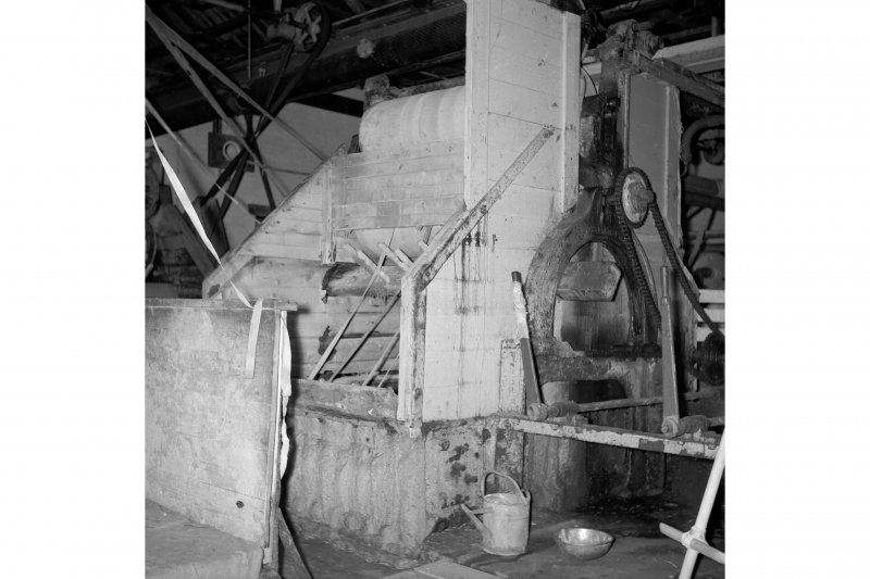 Netherplace Bleachworks, Electricity Generating Station; Interior View of wooden bleaching machine