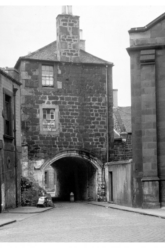 Edinburgh, Leith, Dock Street, Citadel. General view of the arch.