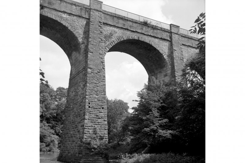 View showing arch on W side of aqueduct.