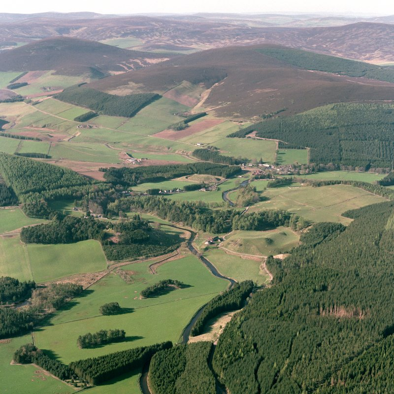 General oblique aerial view of landscape of upper Strath Don, looking NNE towards the Doune of Invernochty.