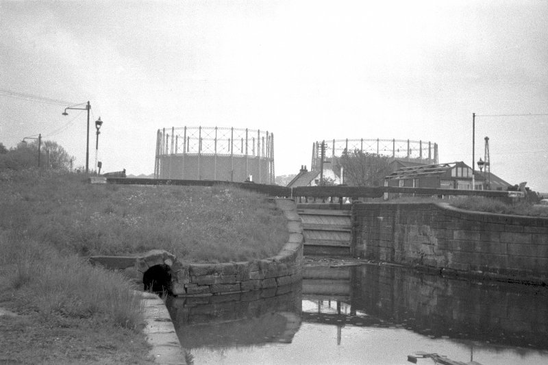 View from NW showing WNW front of lock with gasholders in background