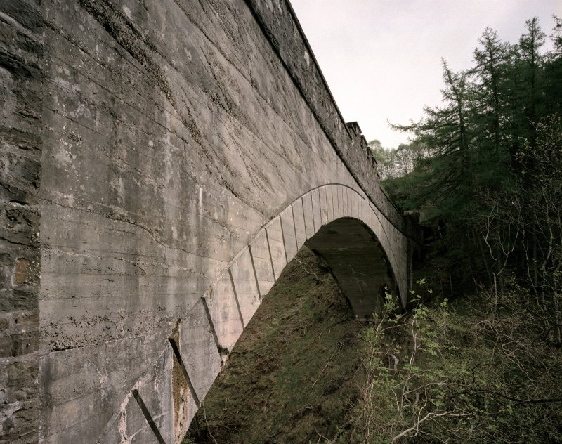 Detailed view from south west of south side of main (mass-concrete) span of viaduct.  The mouth of the Borrodale tunnel is just visible (far right)