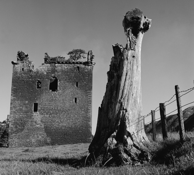View of Niddry Castle in ruins from South