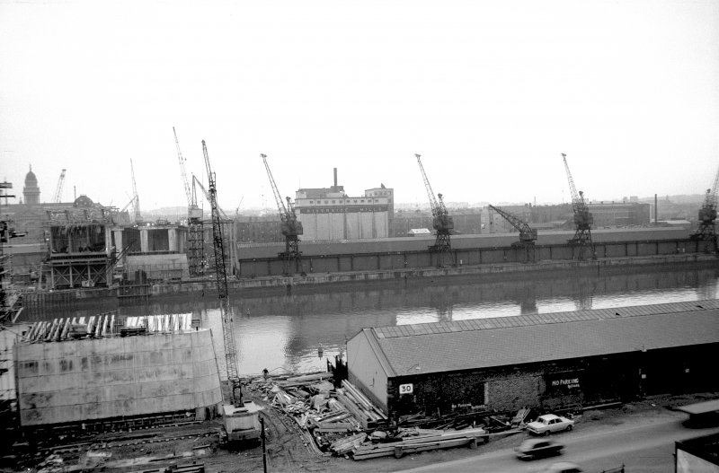 View looking SSW showing NNE front of Springfield Quay with Kingston Bridge under construction on left and part of Mills in background