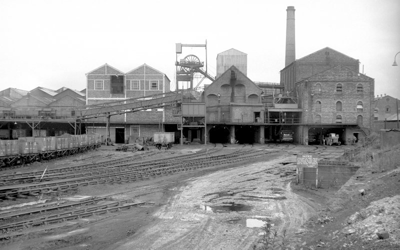 General view of Lady Victoria Colliery from south. Old washer plant on right with coal elevator shed and hopper in centre and headgear, dense medium plant and south elevator conveyor system on left.