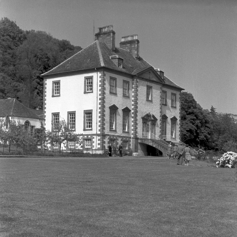 Glendoick House. General view of principal front and side front. Digital image of PT/3162/33.