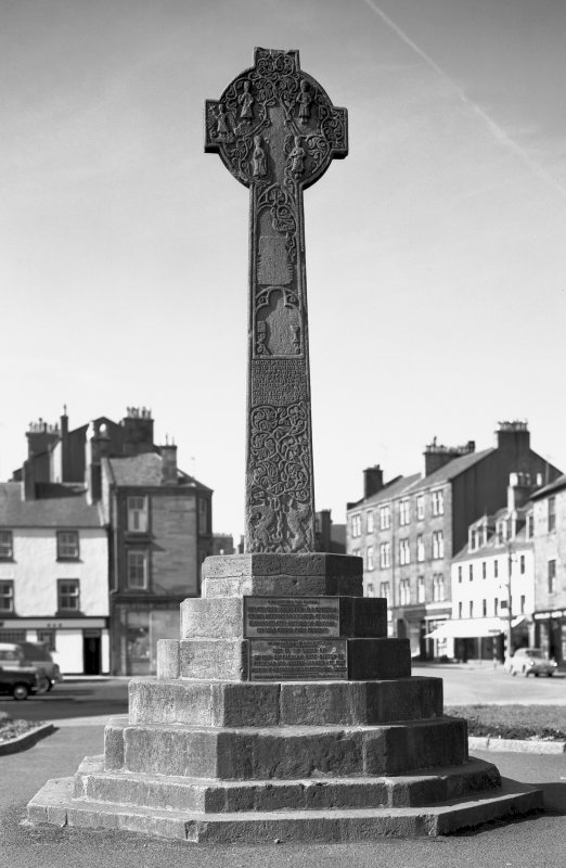 Campbeltown Cross. General view of front.