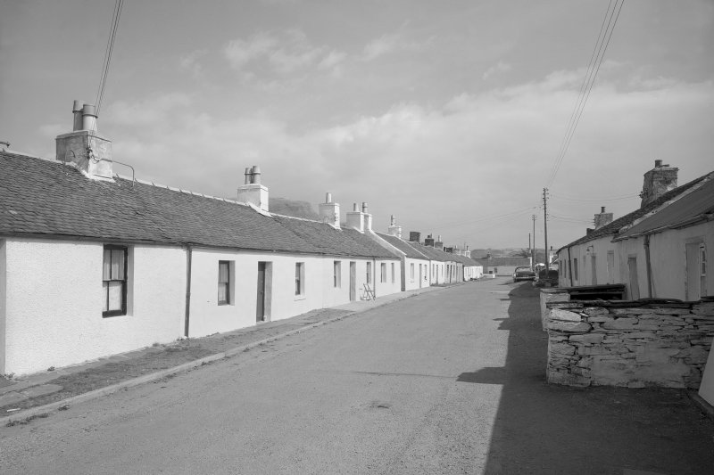 Ellanbeich, Main Street, cottages. General view of a row of cottages.