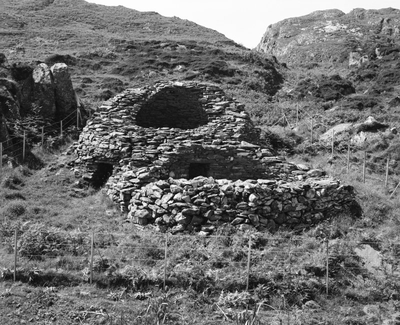 Eileach An Naoimh, Beehive cells. General view from South-East.