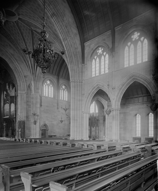Interior - view of the nave and crossing