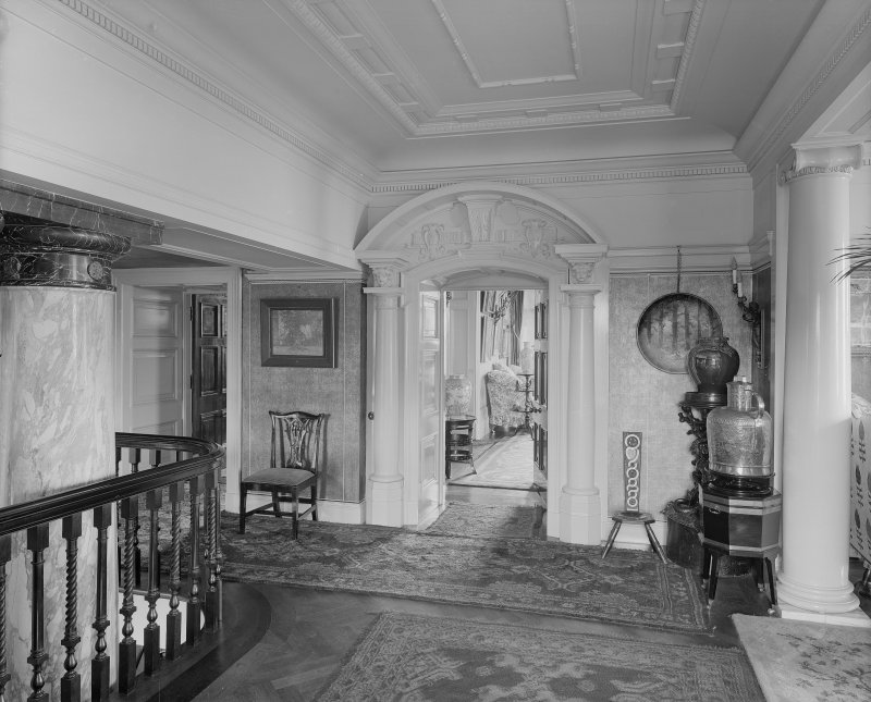 Interior-general view of landing