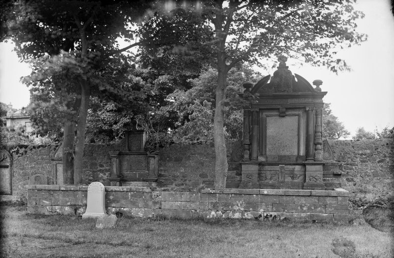 Crail, Marketgate, Churchyard. Bailie Patrick Hunter and Bailie George Moncrieff of Sauchope tombstone.