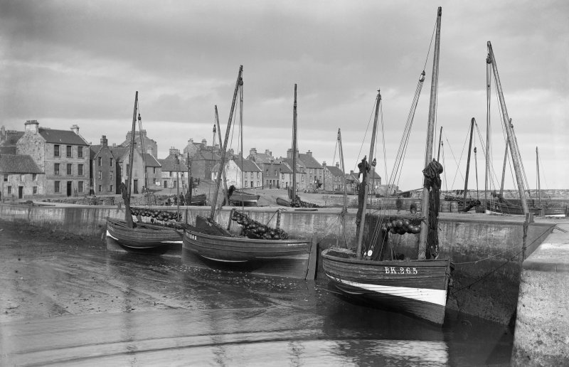 St Monance, East Shore, Harbour. General view with boats in the harbour.