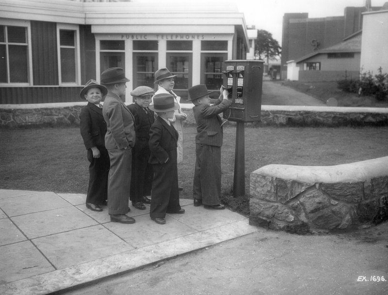Empire Exhibition, 1938 Press photograph of children at vending machine.