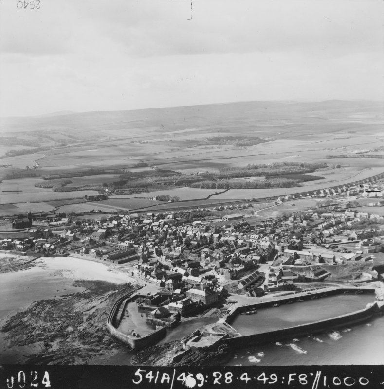 Digital copy of oblique aerial photograph, 541A/469, frame 0024.