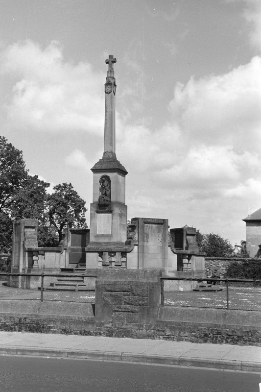 Scanned image of photograph, Kelso, War Memorial, Bridge Street.