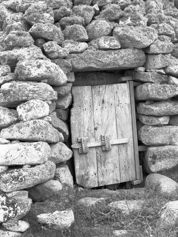 Cleit 85, Village. View of door. Digital image of B 11165