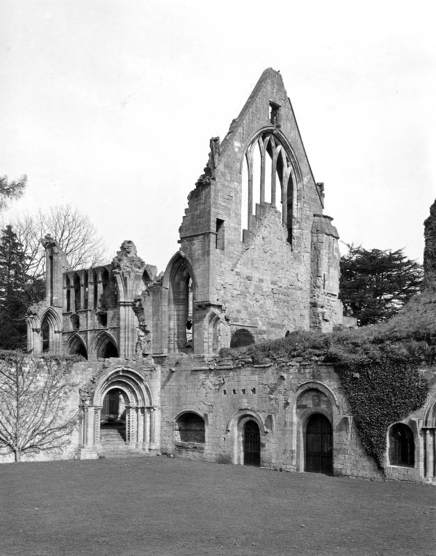 View of cloister and S transept window. Digital image of BW 37 PO.