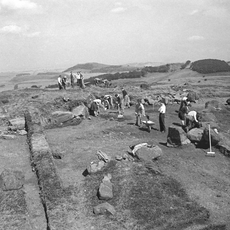 Excavation photograph by Professor S Piggott.