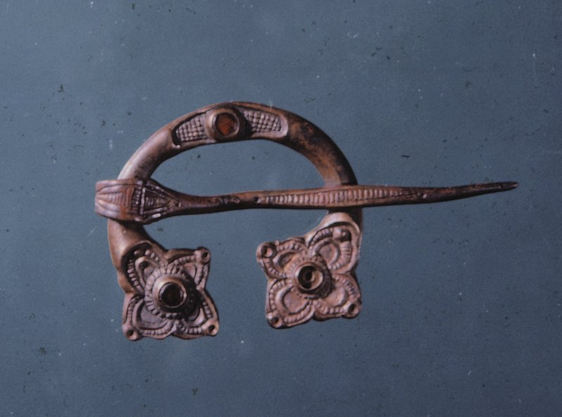Scanned image of brooch.