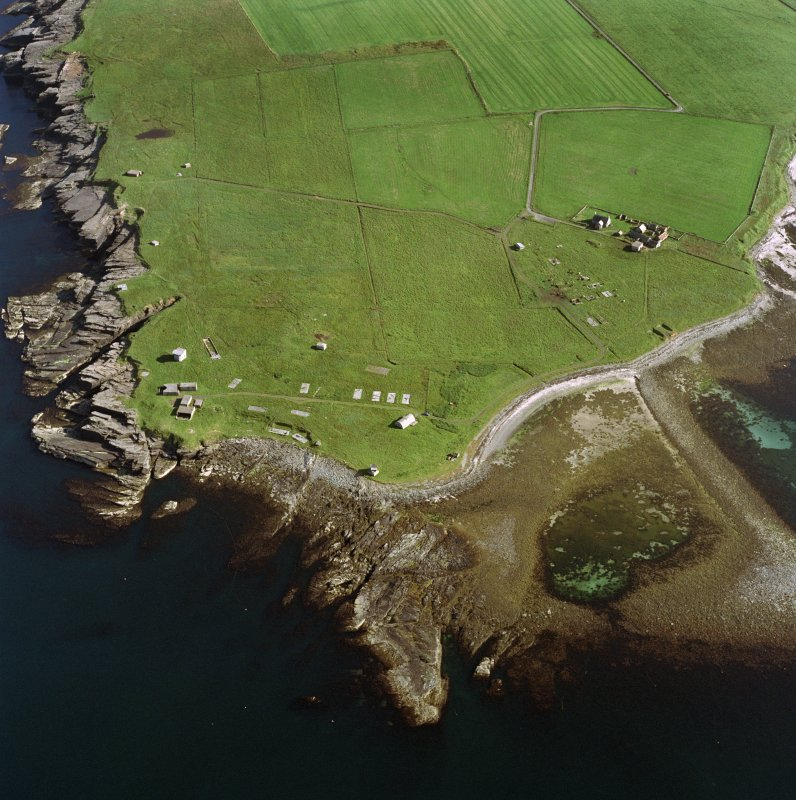 Aerial view of Orkney, Rerwick Head, Rerwick Battery, taken from the N.  Visible are the gun-emplacements, battery observation tower, searchlight platforms, concrete hut bases for the accommodation camp and two air-raid shelters cut into the shore..