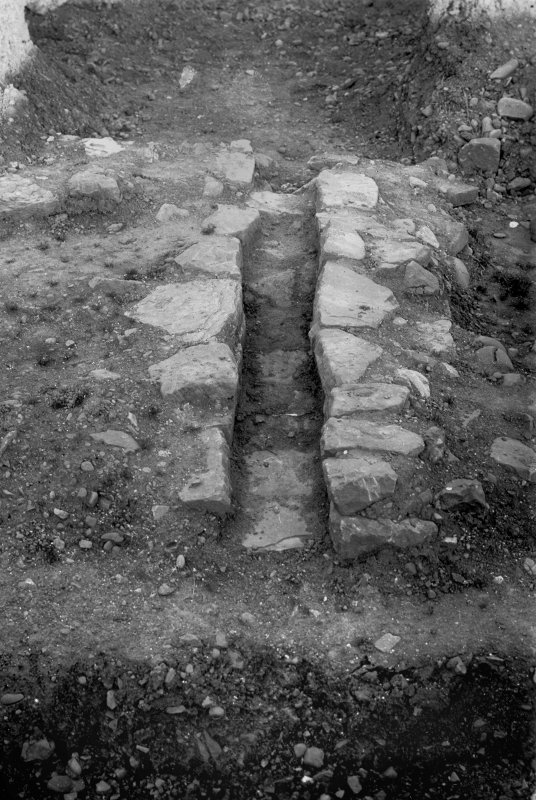 Excavation photograph showing drain carrying water from outer court Praetorium passing through ambulatory, S side, taken during the James Curle excavation 1905-1909.