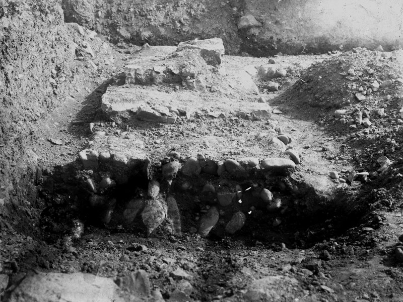 Excavation photograph showing wall of praetorium, N side outer court, taken during the James Curle excavation 1905-1909.